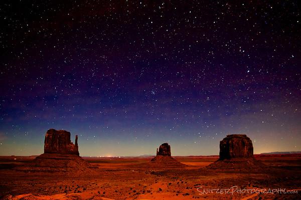 Monument Gallery under the stars, Arizona