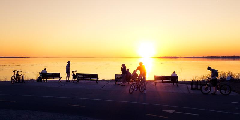 Photo Location Guide: Canada. Montreal. Parc René-Lévesque. Sunset Watchers