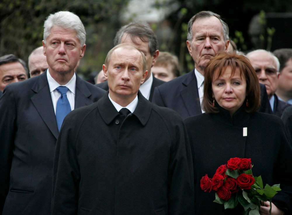 . (L-R) Former U.S. President Bill Clinton, Russian President Vladimir Putin, former U.S. President George Bush and Putin\'s wife, Lyudmila, attend the burial ceremony of former Russian President Boris Yeltsin at the Novodevichy cemetery in Moscow in this April 25, 2007 photo. Putin and his wife, Lyudmila, said on state television on Thursday that they had separated and their marriage was over after 30 years.  REUTERS/RIA NOVOSTI/KREMLIN