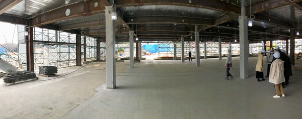 The expansive space of the Early Learning Center, on the west side of the first floor of the South Building, faces the sports field.