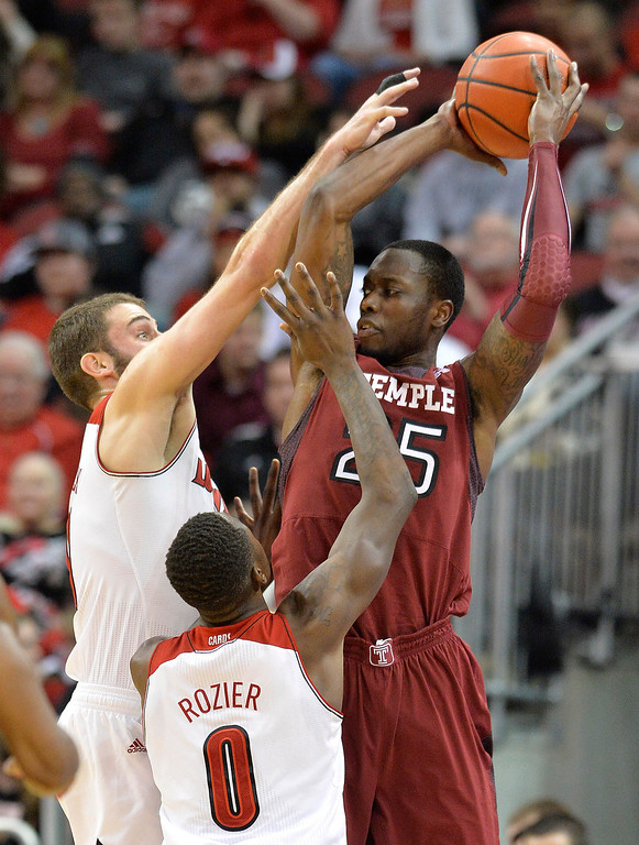 . Temple\'s Quenton DeCosey, right, looks for help as Louisville\'s Luke Hancock, left, and Terry Rozier defend during the second half of an NCAA college basketball game, Thursday, Feb. 27, 2014, in Louisville, Ky. Louisville defeated Temple 88-66. (AP Photo/Timothy D. Easley)