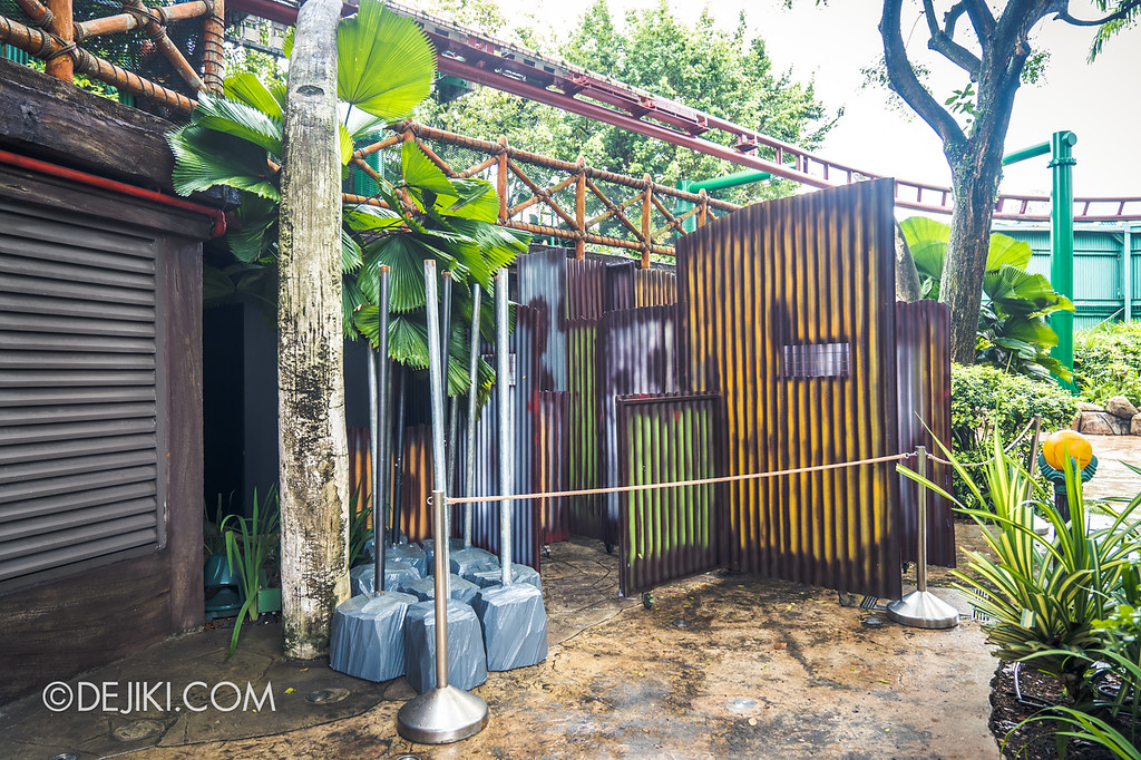 Universal Studios Singapore Halloween Horror Nights 8 Before Dark update - Zombie Laser Tag / More fence