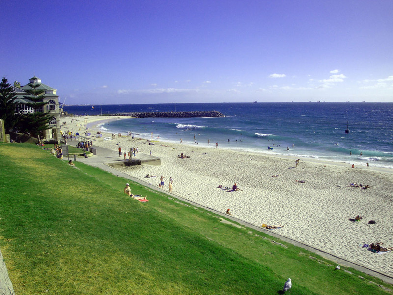 And best of all, Cottesloe Beach!! I lived here twice and have spent endless hours swimming, surfing, jogging and lazing here. It's home more than virtually any other place. These terraces face west, by the way, so you can sit here and watch the sun sink into the sea.