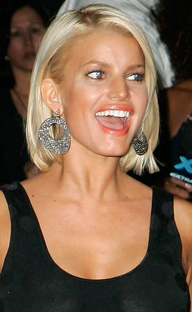 2006-08-31 - <br> Jessica Simpson Departs VMA