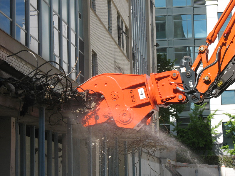 NPK U21JR concrete pulverizer on Hitachi excavator-commercial demolition (13).JPG