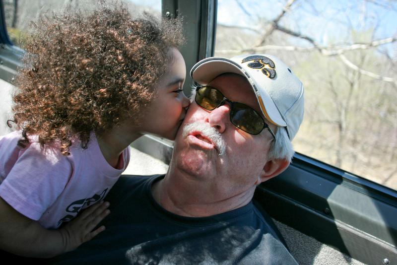 Rosie kissing Grandpa042.JPG