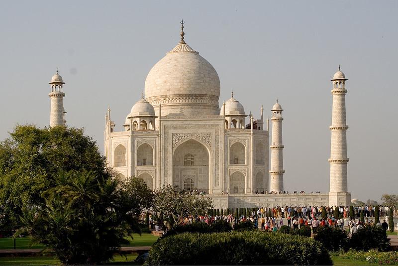 Crowd at the Taj.jpg