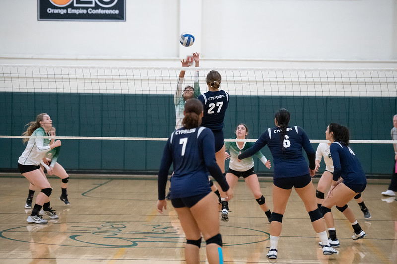 W-Volleyball-2018-10-03-6451.jpg