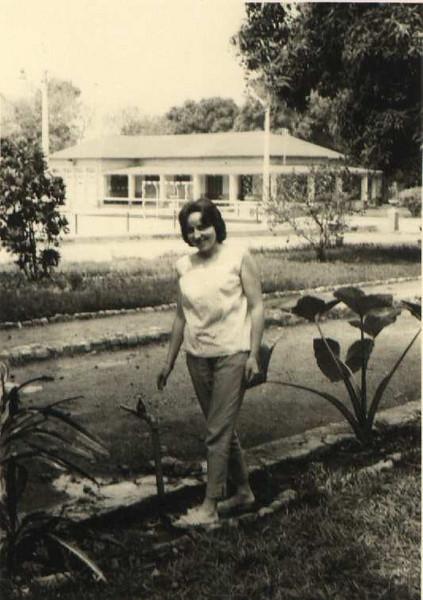 Maludi- Lucinda Dias Mendes1961 Casa do Pessoal ao fundo