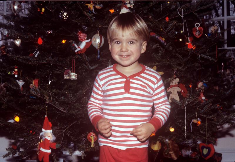 1986-12 Christmas in NJ Christopher.jpg