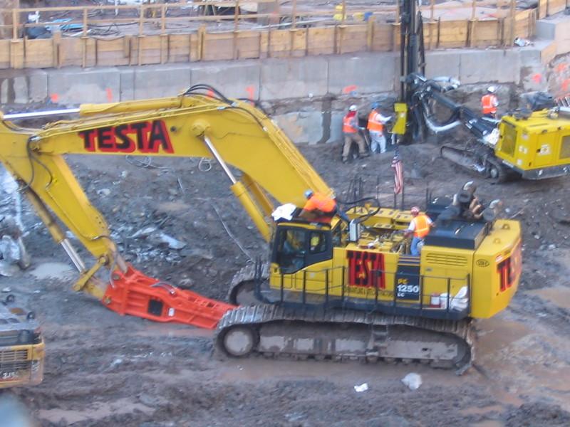 NPK GH50 hydraulic hammer on Testa excavator (73).JPG