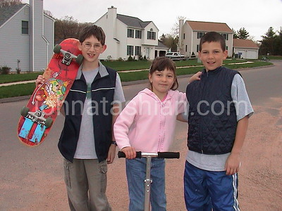 Kids on Fenwood Road - April 25, 2001
