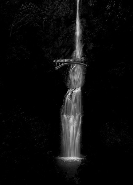 Orgeon B&W Waterfall working.jpg