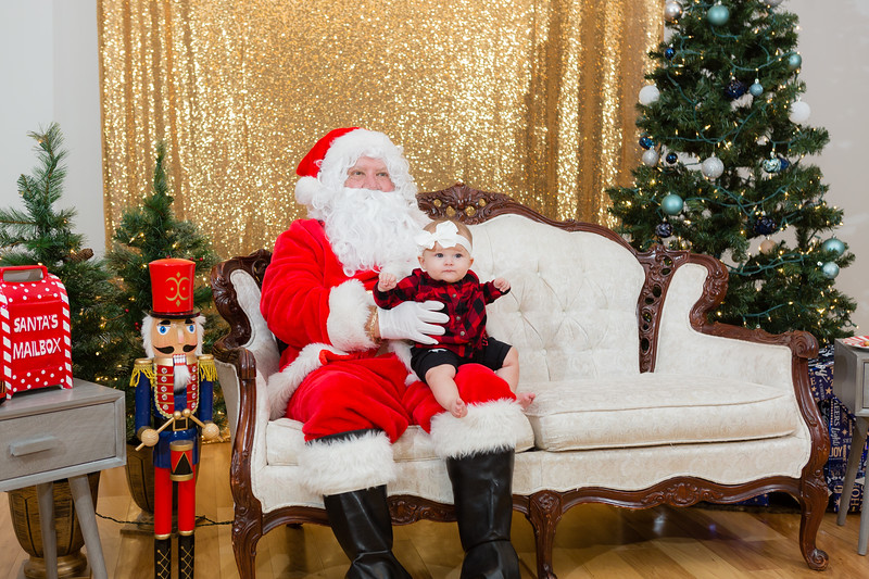 FADS Picture with Santa-328.jpg