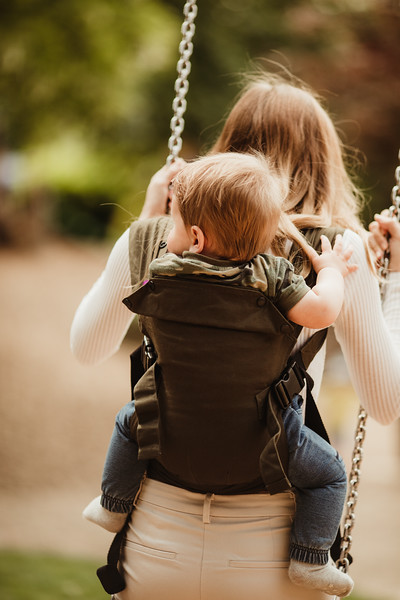 Izmi_Baby_Carrier_Olive_Lifestyle_Back_Carry_Swing_Close_Up.jpg