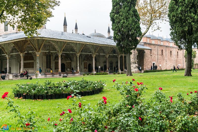 Topkapi-Palace-08451.jpg