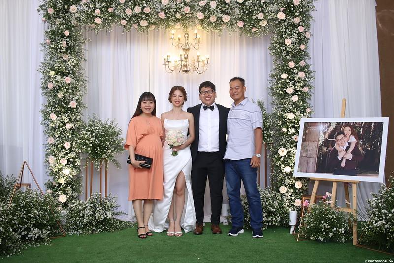 Vy-Cuong-wedding-instant-print-photo-booth-in-Bien-Hoa-Chup-hinh-lay-lien-Tiec-cuoi-tai-Bien-Hoa-WefieBox-Photobooth-Vietnam-122.jpg