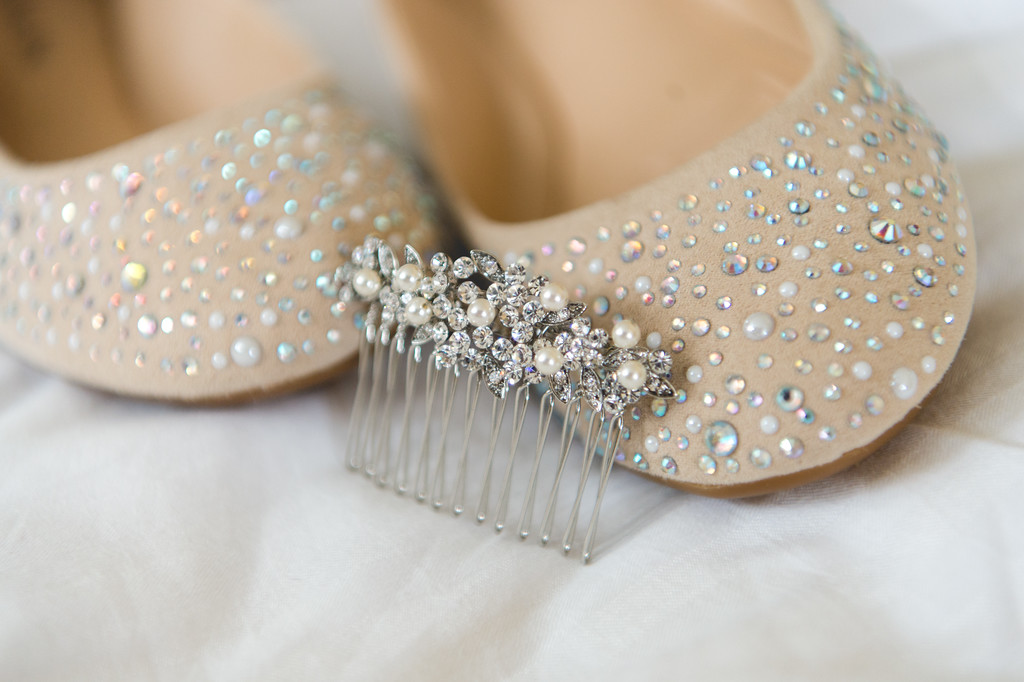 detail shots of brides shoes and comb