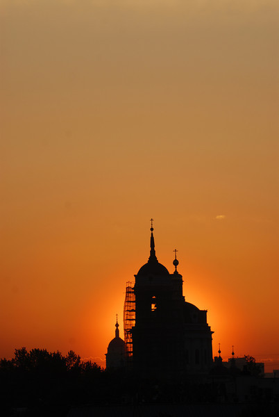 070515 6216 Russia - Moscow - Sunrise from apartment on Taganskaya _H _I ~E ~L.JPG