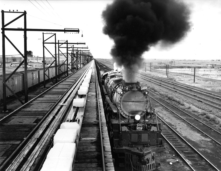 up-4004_4-8-8-4_with-train-passing-ice-dock_up-photo.jpg