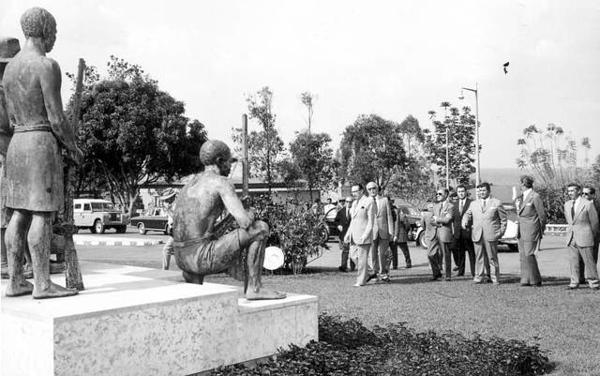 estatua Vilhena.jpg