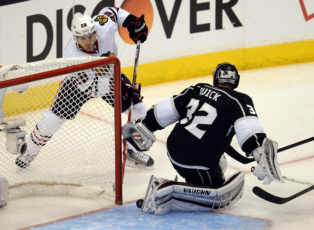 . The Blackhawks� Ben Smith #28 bounces the puck off of Kings ;goalie Jonathan Quick #32 for a second period gaol during Game 6 of the Western Conference finals at the Staples Center on Friday, May 30, 2014. (Photo by Hans Gutknecht/Los Angeles Daily News)
