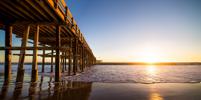 Ventura SunA clear sunset at the Ventura Beach Pier.