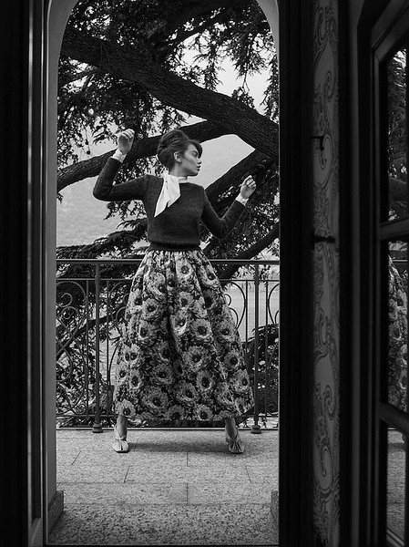 Creative-space-artists-hair-stylist-photo-agency-nyc-beauty-editorial-wardrobe-stylist-campaign-Natalie-read-180521-D&G-Lake-Como-AWEditorial_Shot1_078bwcrop.jpg