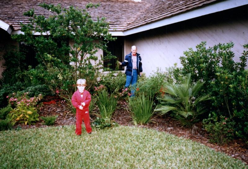 1986_December_Holiday_Visitors_0007_a.jpg