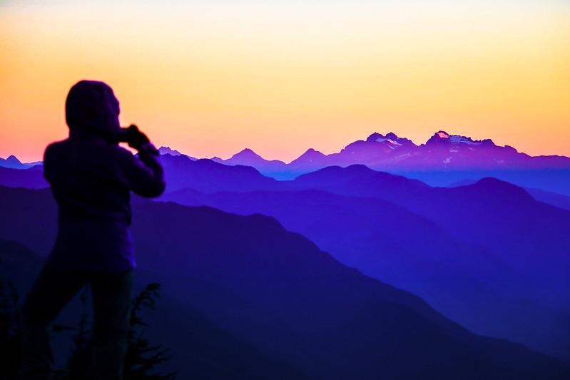 blue-ridges-mountains-sky-sunset-north-cascades-pnw.jpg