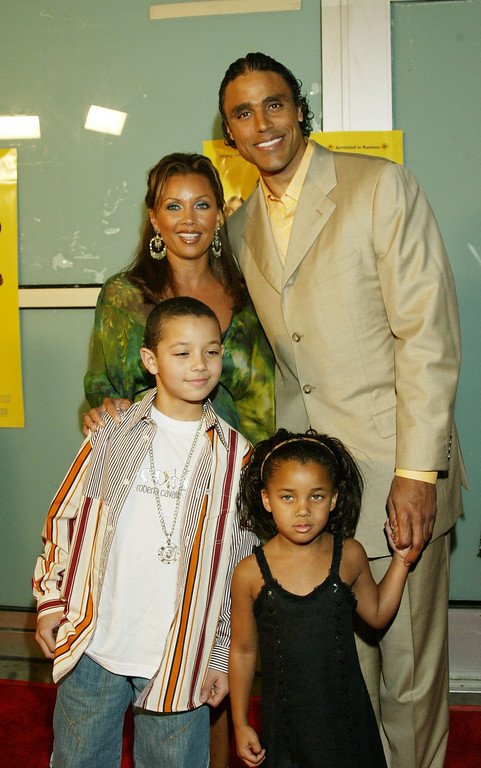 ". HOLLYWOOD, CA - MARCH 31:  Actress Vanessa Williams and husband, Los Angeles Laker player Rick Fox and children arrive for the premier of ""Johnson Family Vacation\"" at the Cinerama Dome on March 31, 2004 in Hollywood, California. (Photo by Doug Benc/Getty Images)"