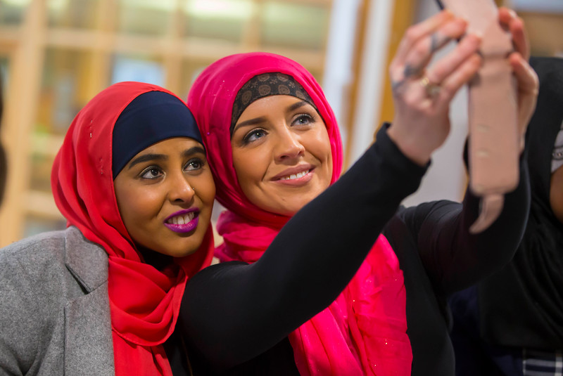01/02/2017.  World Hijab Day 2017 at Waterford Institute of Technology. Picture at Waterford Institute of Technology (WIT) who hosted an event for World Hijab Day 2017 at WIT's main campus, Cork Road, Waterford City. Pictured are Fartoon Ahmed Waterford and Pamela Flynn WIT trying on a Hijab. Picture: Patrick Browne