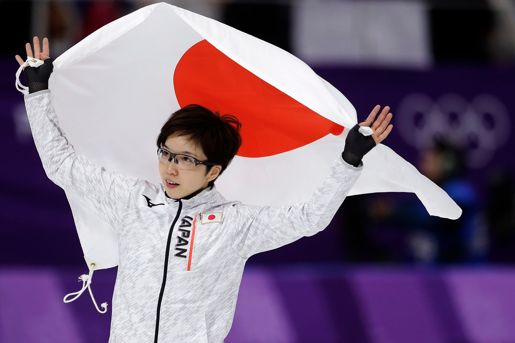 . Gold medalist Japan\'s Nao Kodaira celebrates with the national flag after the women\'s 500 meters speedskating race at the Gangneung Oval at the 2018 Winter Olympics in Gangneung, South Korea, Sunday, Feb. 18, 2018. (AP Photo/Petr David Josek)