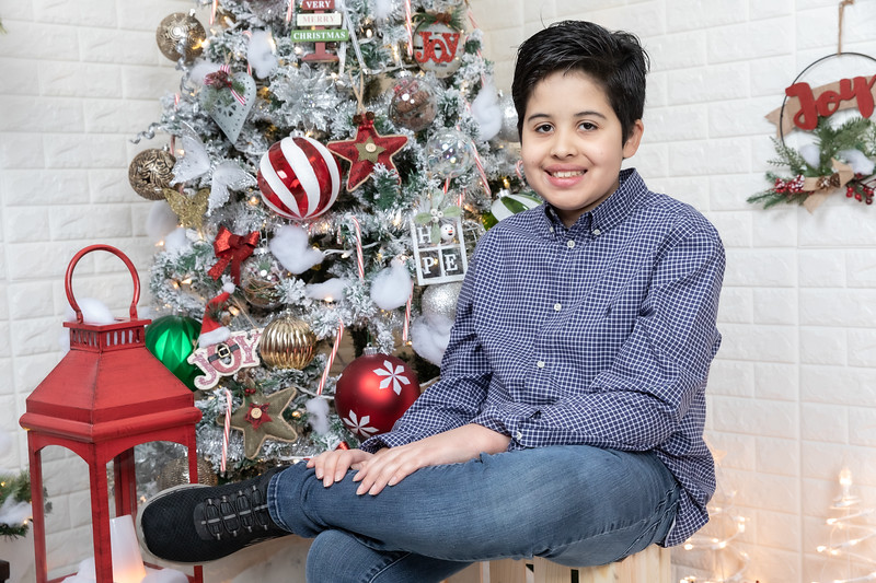12.21.19 - Fernanda's Christmas Photo Session 2019 - -39.jpg