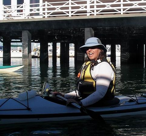 We are waiting for the start of the paddle. A hot day in the Bay area, both Barbara and I opt for waiting in the shade cast by a (very nice) pleasure boat..  This is Barbara
