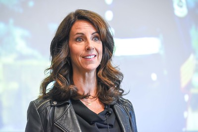 Carey Lohrenz speaks to students