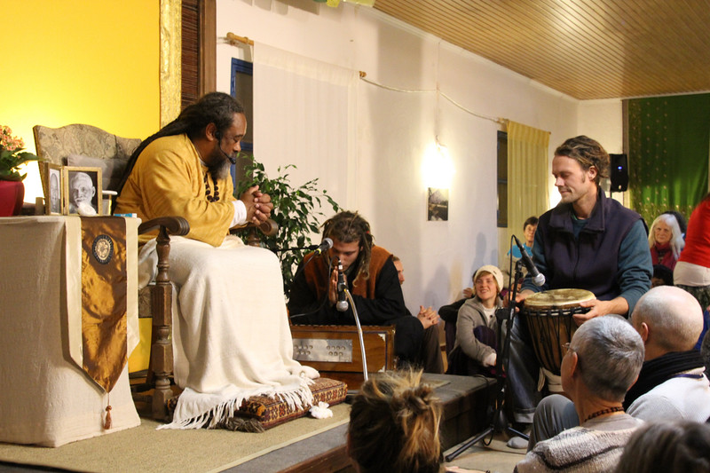 20141207_Sunday Satsang web200.jpg