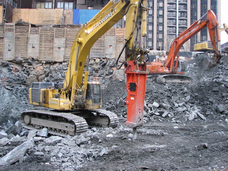NPK GH40 hydraulic hammer on Komatsu excavator (1).JPG