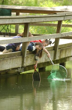 23100 KIDS FISHING AT WESTOVER POND FOR ALUMNI MAGAZINE