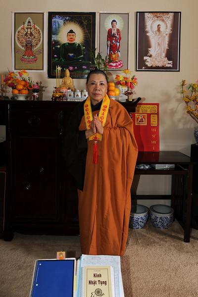 20121014_tu-mom-buddhist_78-4x6.jpg