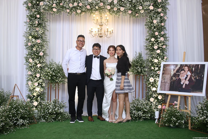 Vy-Cuong-wedding-instant-print-photo-booth-in-Bien-Hoa-Chup-hinh-lay-lien-Tiec-cuoi-tai-Bien-Hoa-WefieBox-Photobooth-Vietnam-101.jpg