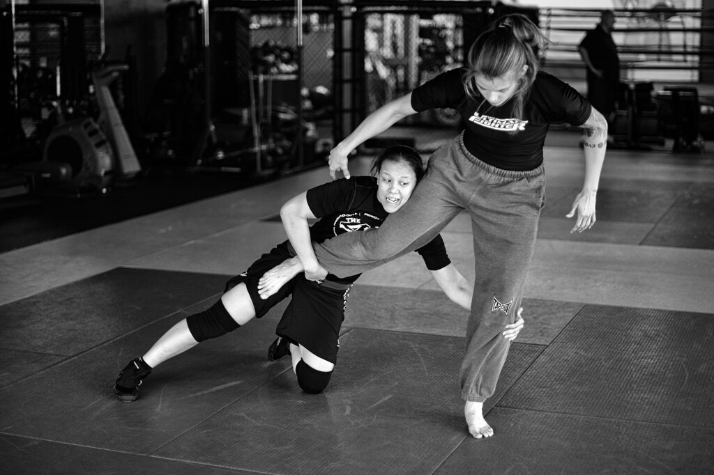 . Jessamyn Duke and Shayna Baszler practice their wrestling. (Photo by Hans Gutknecht/Los Angeles Daily News)