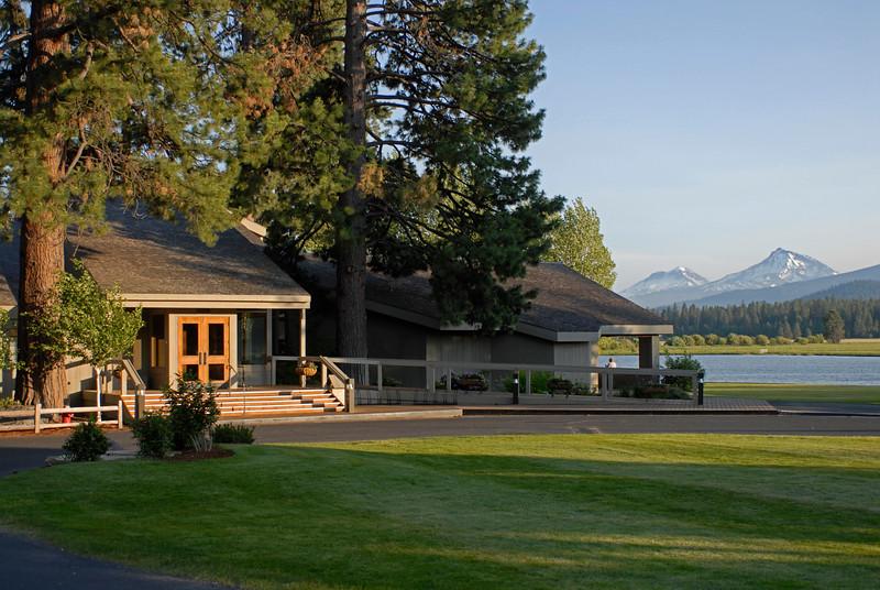 BBR-Lodge-N+S.Sisters.Phalarope.Lake-RickSchafer_DSC0162.jpg