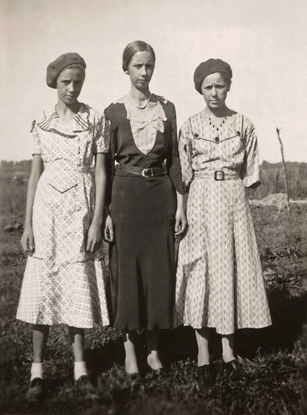 """Daughters of Michael and Sarah Doss. Back of photo is marked: """"Ruby, Doris, Olive"""""""