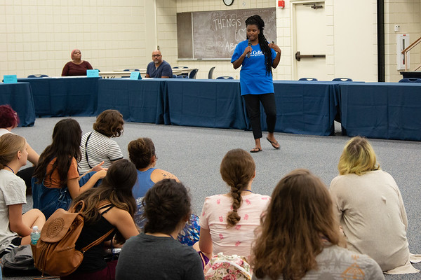 AmeriCorps VISTA Volunteer Coordinator Jada McNeill speaks to students during the Common Challenge Adventure.