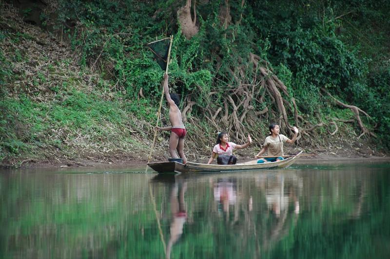Kids Waving - Nong Khiaw, Laos