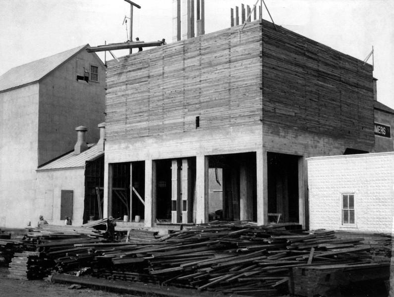 ARE019.  Arthur Farmers Elevator construction – 1951.jpg