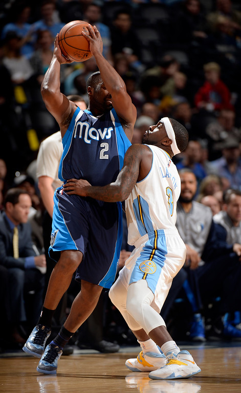 . DENVER, CO - JANUARY 14: Denver Nuggets guard Ty Lawson (3) plays tight defense against Dallas Mavericks guard Raymond Felton (2) during the first quarter January 14, 2015 at Pepsi Center. (Photo By John Leyba/The Denver Post)