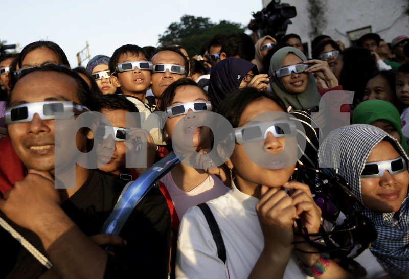 Advice from an eye doctor on viewing the eclipse safely