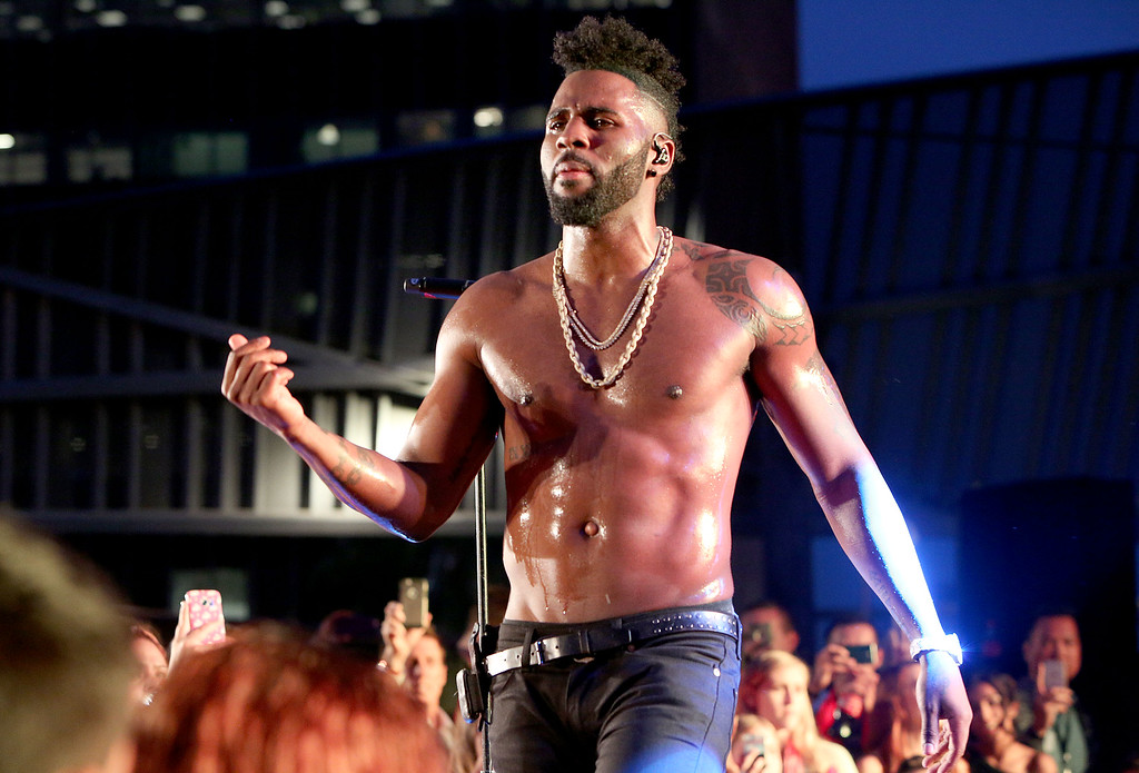 . Musician Jason Derulo performs onstage for fans during his rooftop concert at Madame Tussauds Hollywood\'s unveiling of Singer/Songwriter and Dancer, Jason DeRulo immortalized in wax at Madame Tussauds on May 19, 2016 in Hollywood, California.  (Photo by Rachel Murray/Getty Images for Madame Tussauds Hollywood)